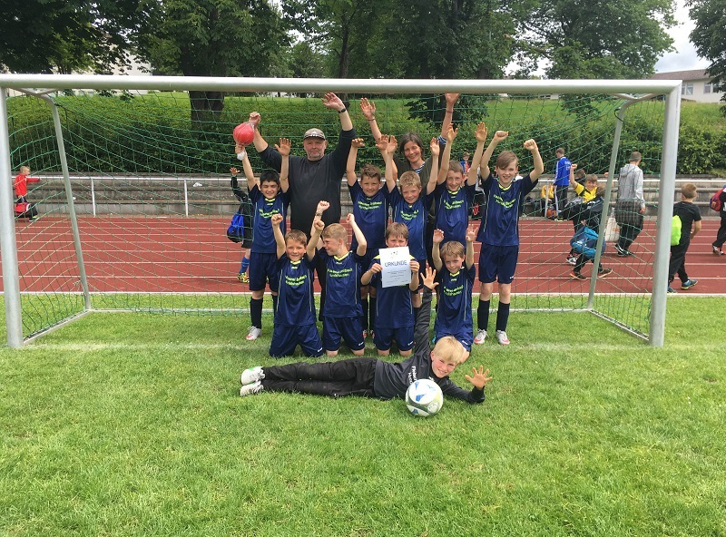 Fußballmannschaft 2016 im Tor